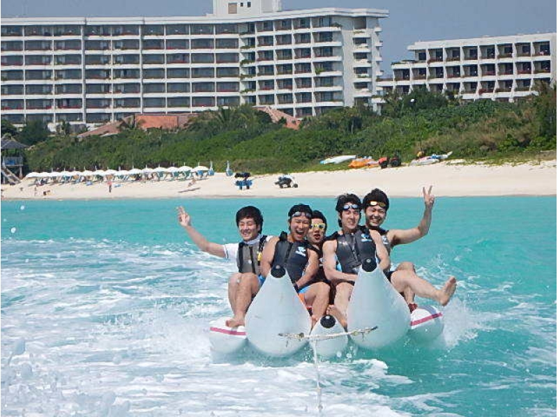 【Okinawa · Miyakojima】 Play on the beautiful beach in Japan! Introduction image of Banana Boat & Big Marble [Marine Sports at Maehama Beach]