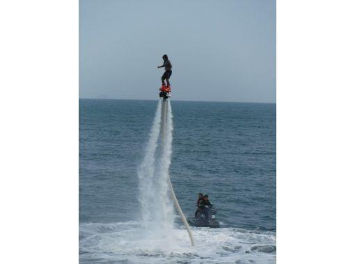 【兵庫・姫路】初心者大歓迎!水圧でアクロバティックに空を飛ぶジェットブレード体験