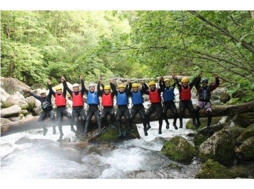 【北海道・富良野】話題のキャニオニング! 大自然でダイナミックな水遊び