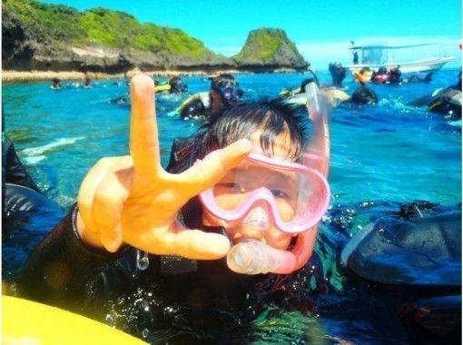 【沖縄・青の洞窟】2歳から参加OK!家族貸切ファミリーシュノーケル!写真動画すぐで携帯に無料転送の紹介画像