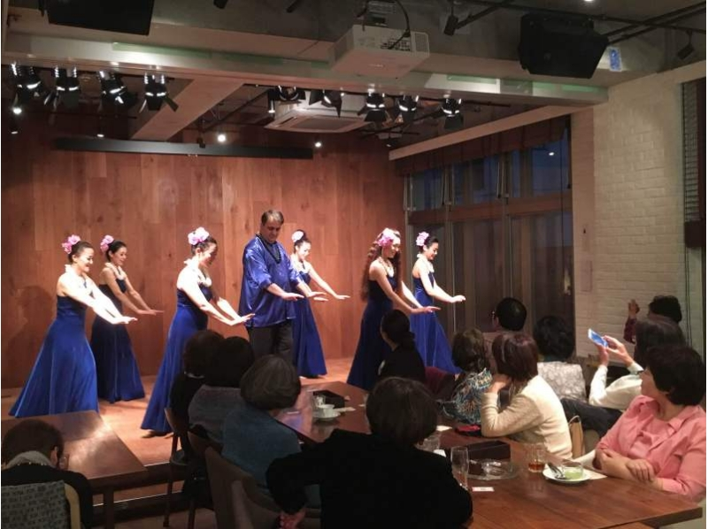 Held at an organic cafe! Introduction image of ukulele and hula dance Hawaiian live & one plate dish 【8174】