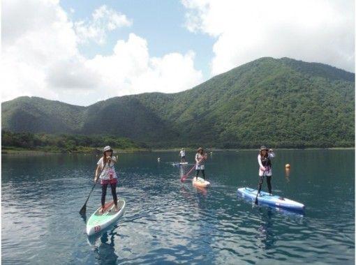 【山梨・本栖湖】SUP(スタンドアップパドル)体験☆水上散歩に出かけよう(120分)
