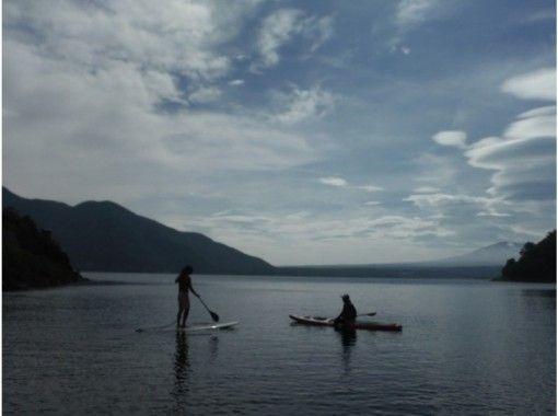 【山梨・本栖湖】SUP(スタンドアップパドル)体験☆水上散歩に出かけよう(120分)の紹介画像