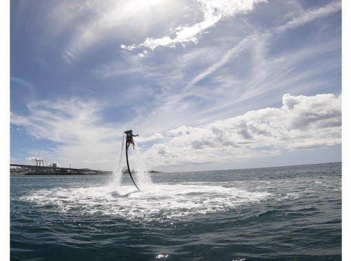 【沖縄・那覇・宜野湾】ジェットパック体験  背中からジェット噴射で飛び上がる最新アクティビティ