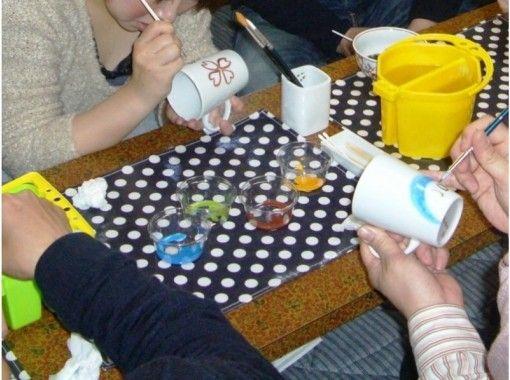 【佐賀県・西松浦郡】素敵な思い出づくりに!有田焼上絵付け体験「マグカップコース」手ぶらでOK!
