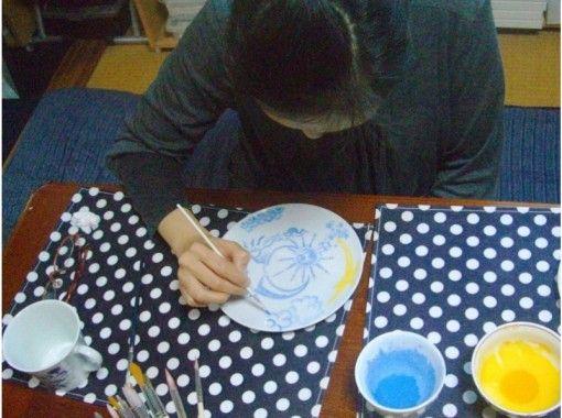 【佐賀県・西松浦郡】素敵な思い出づくりに!有田焼上絵付け体験「お皿コース」