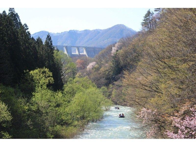 【青森県西目屋村】白神山地発・岩木川でゆったりラフティング!の紹介画像
