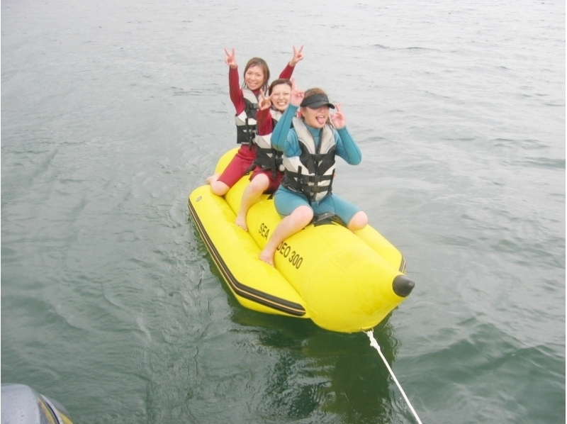 【山梨・山中湖】定番アクティビティ「バナナボート」を楽しもう!の紹介画像