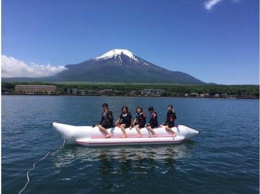 【山梨・山中湖】定番アクティビティ「バナナボート」を楽しもう!
