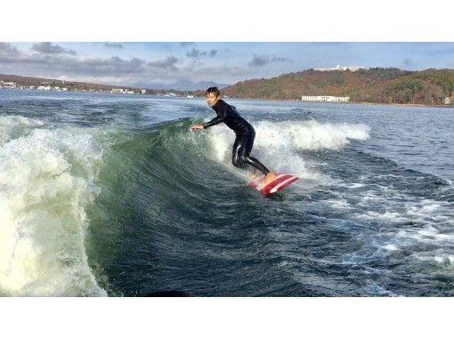 [Yamanashi/ Yamanakako] Beginners welcome! Easy than the sea ♪ Wake surfing experienceの紹介画像