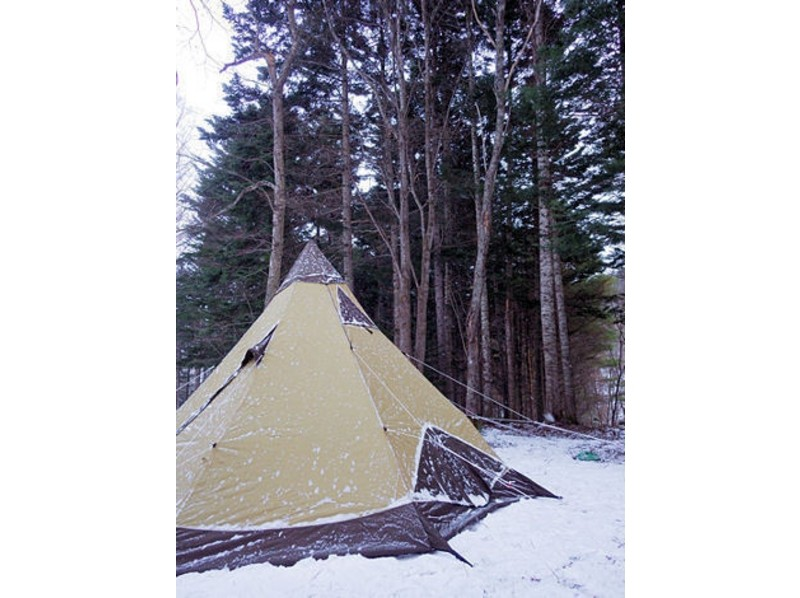 [Hokkaido Furano] introduction image of a small tent and the magic of the pot charter snowshoe tour (half day plan)