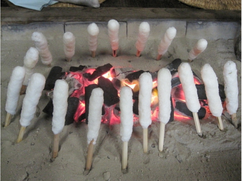 【秋田・岩城亀田】きりたんぽ作り体験 + きりたんぽ鍋・作って、焼いて、できたてを食べる ♪の紹介画像