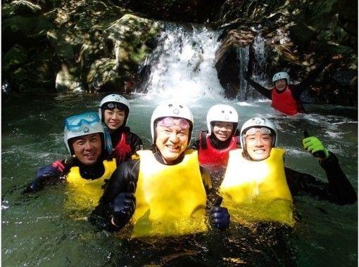 【静岡・伊豆・河津】伊豆の天然の渓流でキャニオニングしよう!