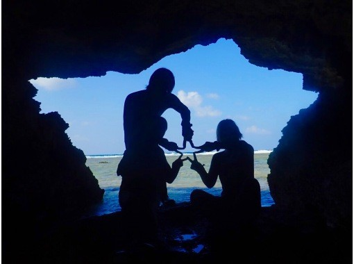 [Okinawa, impression, snorkel] Enjoy feeding coral reefs and tropical fish! Popular GoPro Photos & Videos Free ★ Super Rare! Local Okinawan Guide ★の紹介画像