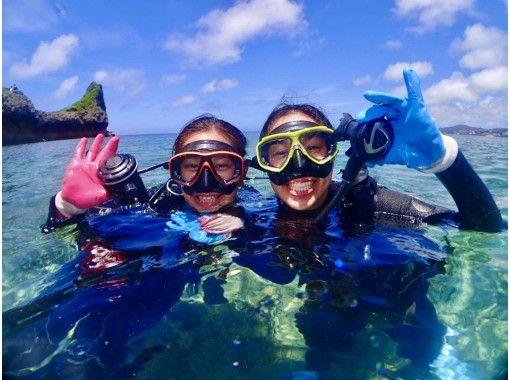 [冲绳/令人印象深刻/体验潜水]享受喂食珊瑚礁和热带鱼的乐趣!完全包车!热门GoPro照片和视频免费★超级稀有!冲绳地方指南★の紹介画像