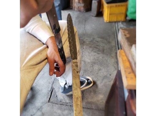 【岐阜・関】刀鍛冶が教える日本刀の材料で「小刀作り体験」  ※駅より送迎可能!の紹介画像