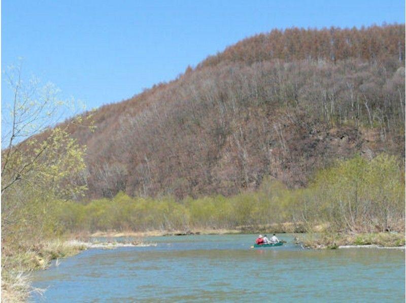 北海道・富良野「空知川」のカヌー体験ツアー