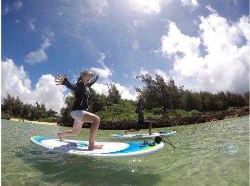 【沖縄・宮古島】初めてでも楽しめる!海の上でココロとカラダを解き放つSUP YOGA