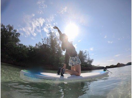 【沖縄・宮古島】初めてでも楽しめる!海の上でココロとカラダを解き放つSUP YOGAの紹介画像