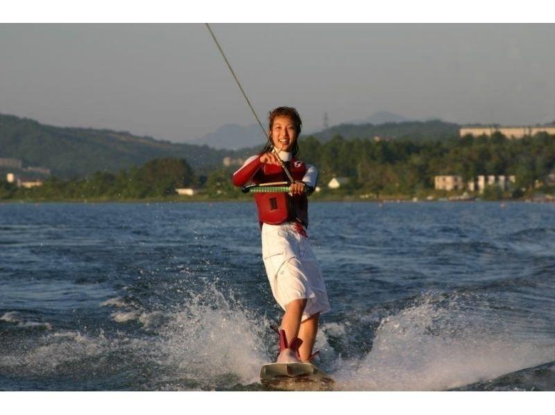 【山梨・山中湖】<お得セット>ウェイクボード体験15分+ハリケーンボートの紹介画像