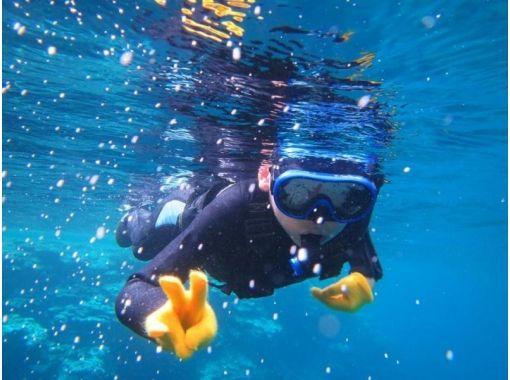"""[沖縄石垣市]登陸幻影島,在日本最大的珊瑚群落之一""""石城潟湖""""浮潛體驗! * *正在實施預防冠狀病毒感染的措施* * *の紹介画像"""