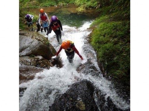 【三重・名張市】赤目渓谷「源流冒険ツアー」10才から参加できます!の紹介画像