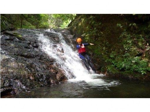 【三重・名張市】赤目渓谷「源流冒険ツアー」10才から参加できます!