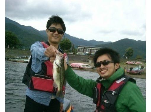 【山梨・ 南都留郡】河口湖バス釣り教室(バスボートコース)