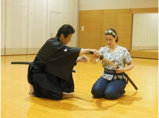 "【Hiroshima・City】""Tour of Aki"" COOL HIROSHIMA Experience Japanese Martial Arts・Iaido (Art of Drawing the Japanese Sword) ""SAMURAI workshop""の紹介画像"