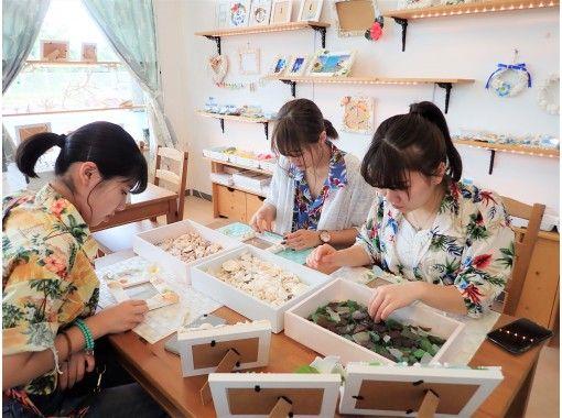 【沖縄・嘉手納】当店だけのオリジナルのフレーム使用!!沖縄の海を感じるフォトフレーム作り