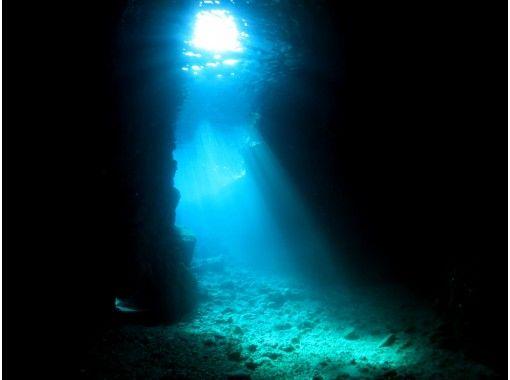 【青の洞窟・外洋シュノーケル】冒険付きプランでワクワクが止まらない!ベテランスタッフ対応で泳げない方参加OK◎の紹介画像