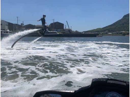 【香川・高松】子供から大人まで楽しみたい方に☆フライボード体験!通常コース20分の紹介画像