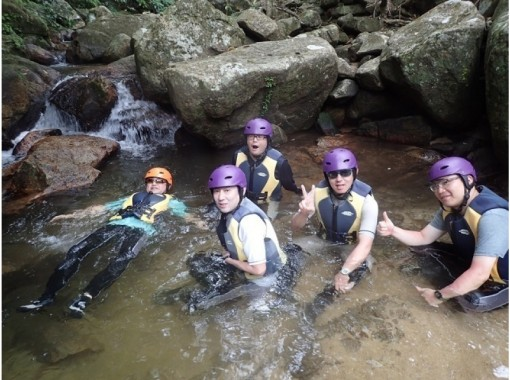 【Okinawa · Ishigakijima】 C course · Rock Island healing tour! Canoe & blue cave Snorkel experience & waterfall playの紹介画像
