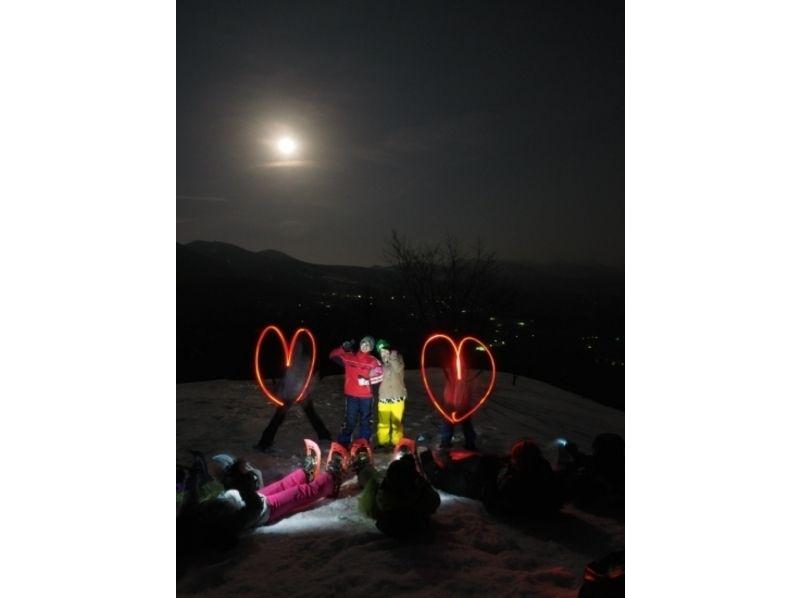 【山梨・八ヶ岳】雪原が月で輝く幻想的な世界!ムーンライトスノーシューツアーの紹介画像