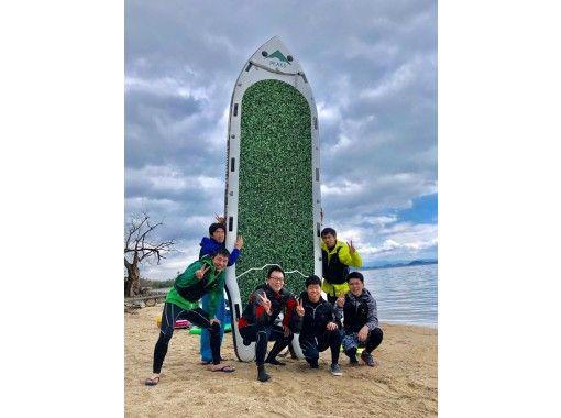 【滋賀・大津】琵琶湖でここだけ!インパクト大!8人乗り「メガサップ」で仲間と盛り上がる♪