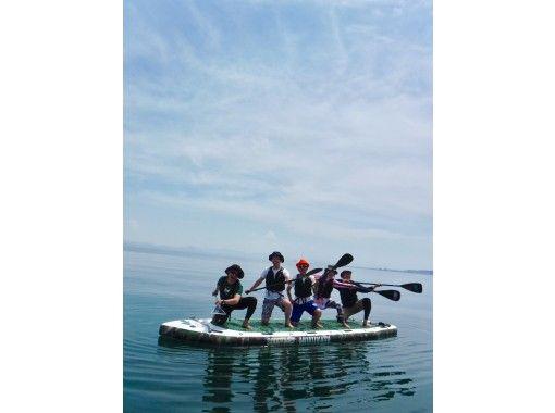 【滋賀・大津】琵琶湖でここだけ!インパクト大!8人乗り「メガサップ」で仲間と盛り上がる♪の紹介画像