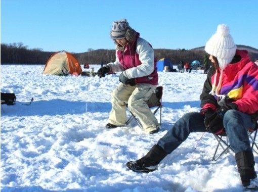 【北海道・網走】冬プログラム一番人気!網走湖ワカサギ釣り体験~釣った魚はその場で天ぷらに~