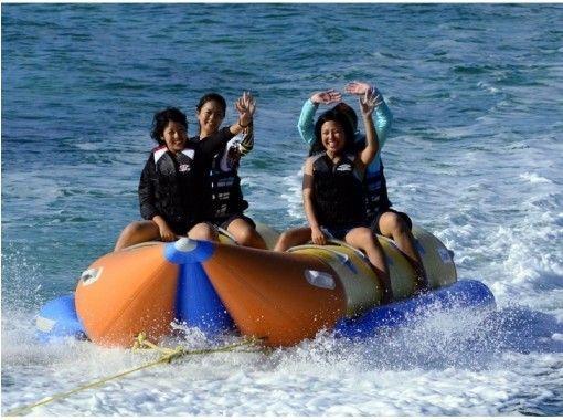 限时特价!提供地区通用优惠券! !! [乘船浮潜蓝洞+ 3种豪华海上运动]可提供照片礼物和喂食の紹介画像
