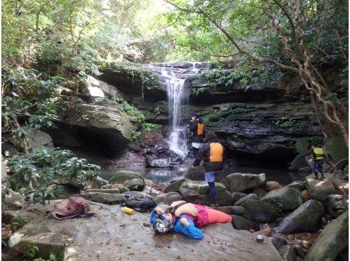 【沖縄・西表島】コロナ感染予防対策済、カヌー体験クーラの滝つぼ&ケイビング1日、写真データプレゼント