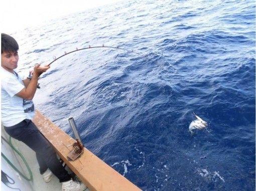 [沖繩本部]帕堯釣魚半天課程(4小時),讓我們去的金槍魚,鰹魚封口機大型釣魚比賽!の紹介画像