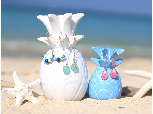 """[沖縄・恩納村(Enna Village)]用天然的石頭和珊瑚製作""""刺入式或耳環式""""的海洋! OK空手!の紹介画像"""