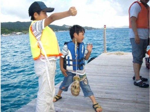 [沖繩本部]初學者家庭的歡迎!悠然垂釣筏體驗!還有一個包機!の紹介画像