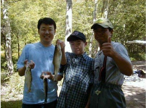 【北海道・富良野】ニジマスの渓流釣り&バーベキュー