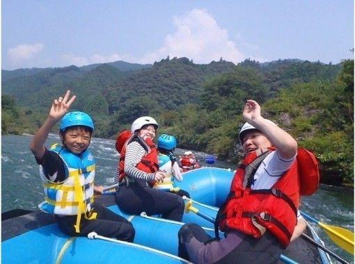 【四国・吉野川】家族でのんびり川くだり♪写真データ付き!ラフティングファミリーコースの紹介画像
