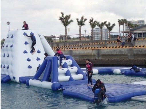 【沖縄・北谷】★年中開催★子供に大人気の海上アスレチック/船で行く海の公園【シーパーク北谷】