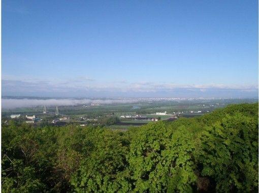 【北海道・十勝・熱気球】早朝の澄ん空へ上昇!日高山脈をバックに熱気球で空中散歩♪
