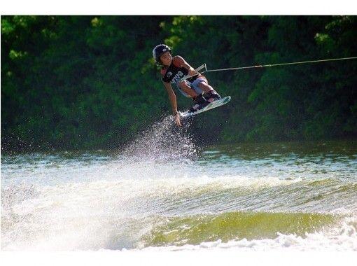 【山梨・山中湖】日本一のスクールでウェイクボード体験!