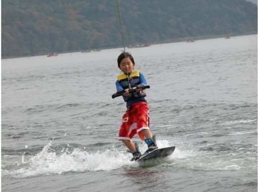 [Yamanashi/ Lake Yamanaka]Wakeboarding experience at the best School in Japan!の紹介画像