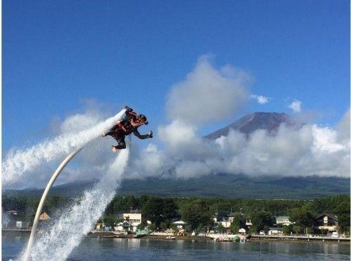 山中湖で唯一!水圧で空を飛ぶジェットパック!+SUP無料レンタル