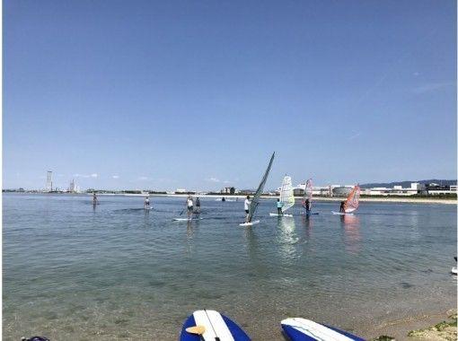 【大阪・関空前】抜群のロケーションでの快適セイリング!ウインドサーフィン体験(半日コース)